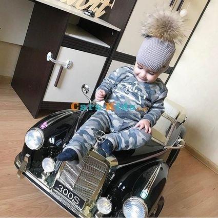 Электромобиль Mercedes-Benz 300S Retro черный  (АКБ 12v10ah, колеса резина, сиденье кожа, пульт, музыка)